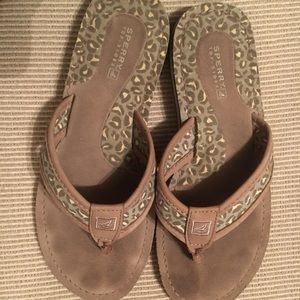 Sperry leopard flip flops preowned